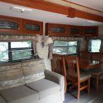 Camping du Domaine Lausanne- roulotte 322 - salon