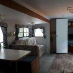 Camping-du-Domaine-Lausanne-roulotte-325-salon