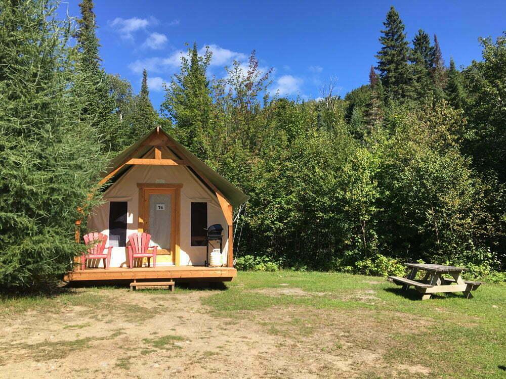 Prêt-à-camper/glamping nommé tente boréale T6 disponible à la location au Camping du Domaine Lausanne
